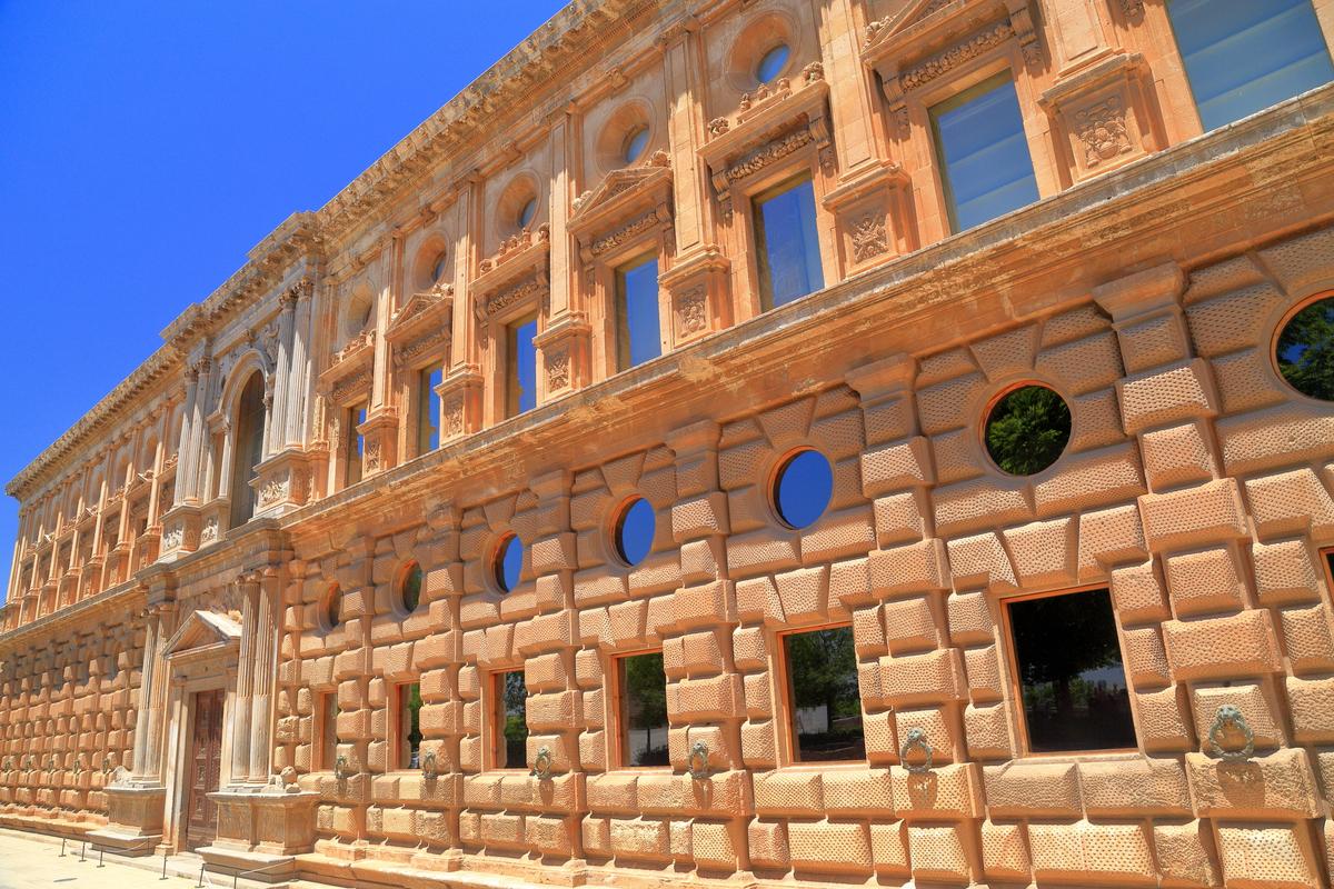 palacio-carlos-v-alhambra-granada-1
